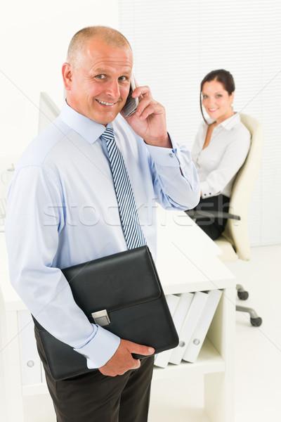Dojrzały biznesmen wzywając utrzymać teczki zawodowych Zdjęcia stock © CandyboxPhoto