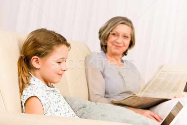 Stock foto: Junge · Mädchen · mit · Laptop · Großmutter · entspannen · Laptop