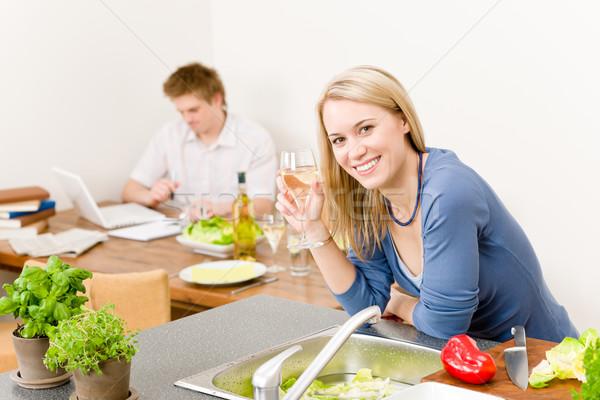 Szczęśliwy kobieta kuchnia gotować cieszyć się białe wino Zdjęcia stock © CandyboxPhoto