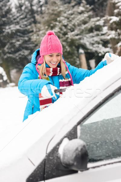 Mulher limpeza carro pára-brisas neve inverno Foto stock © CandyboxPhoto