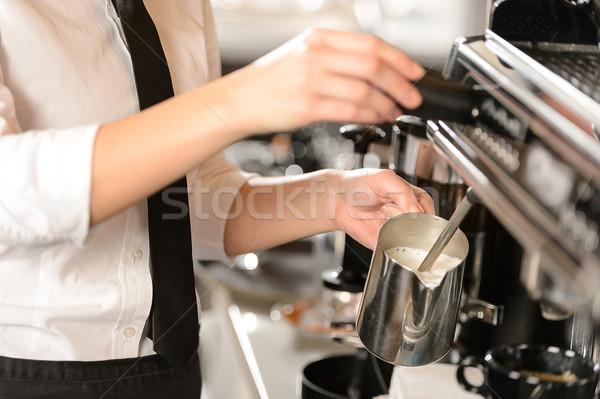 Stok fotoğraf: Barista · süt · sıcak · makine · kadın