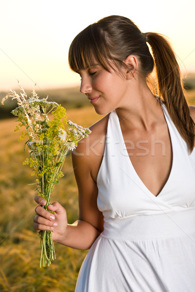 Romantische brunette vrouw zonsondergang mais veld Stockfoto © CandyboxPhoto