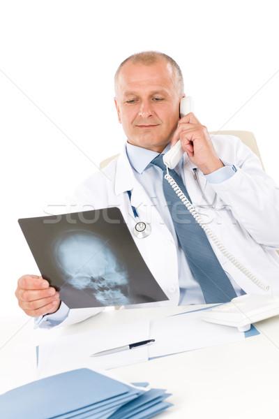 Dojrzały lekarza mężczyzna xray telefonu szpitala Zdjęcia stock © CandyboxPhoto