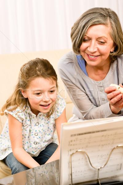 Nagymama tanulás fiatal lány tanul hangjegyek játék Stock fotó © CandyboxPhoto