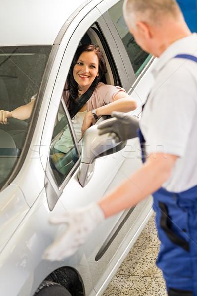 Mechaniker sprechen Auto Eigentümer zufrieden Arbeitnehmer Stock foto © CandyboxPhoto