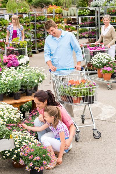 Jardin centre famille Shopping fleurs jeunes Photo stock © CandyboxPhoto