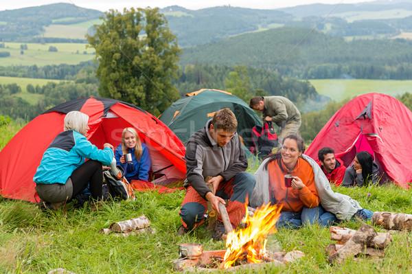 Séance feu de camp amis groupe jeunes Photo stock © CandyboxPhoto