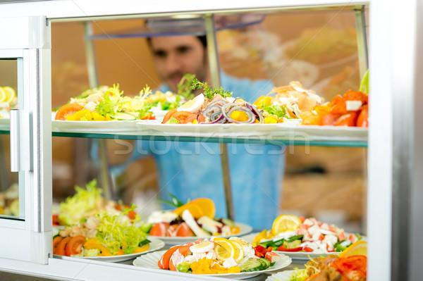 Cafetaria voedsel display jonge man kiezen salade Stockfoto © CandyboxPhoto