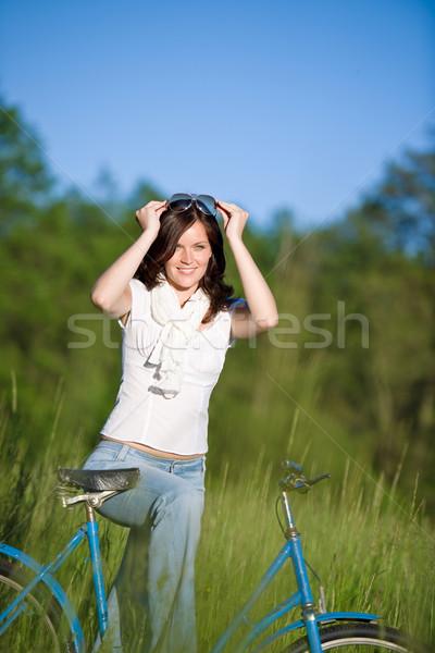 Kobieta rowerów lata łące drzewo Zdjęcia stock © CandyboxPhoto