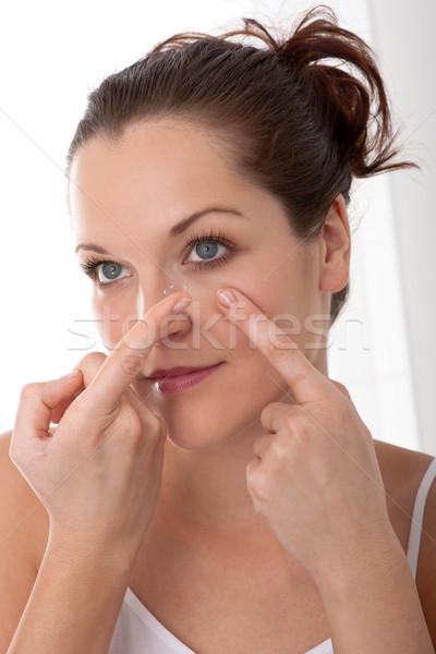 Corpo cuidar mulher jovem lente de contato mulher Foto stock © CandyboxPhoto