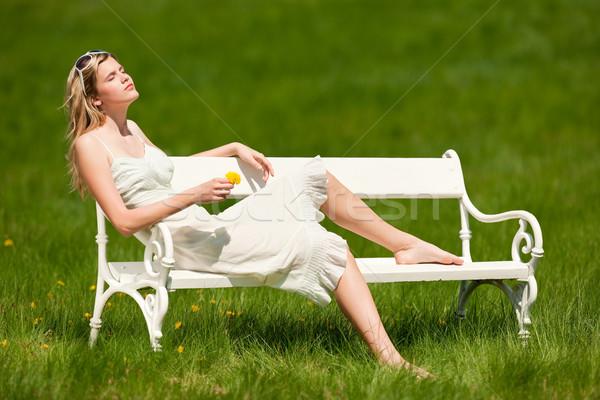 Stok fotoğraf: Bahar · yaz · genç · kadın · rahatlatıcı · çayır · beyaz