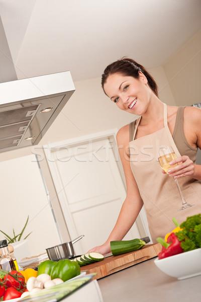 Foto stock: Sonriendo · cocina · cocina · vidrio