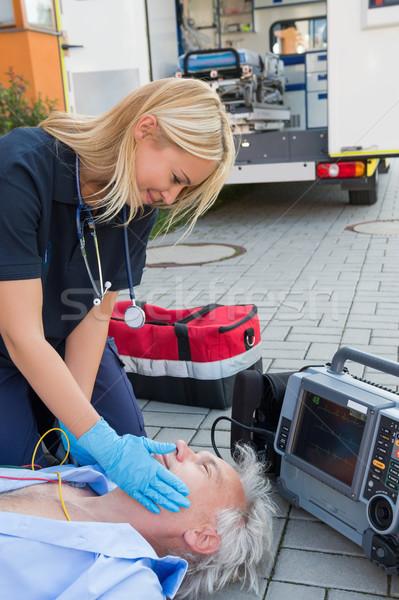 Paramédicaux aider blessés patient rue supérieurs Photo stock © CandyboxPhoto
