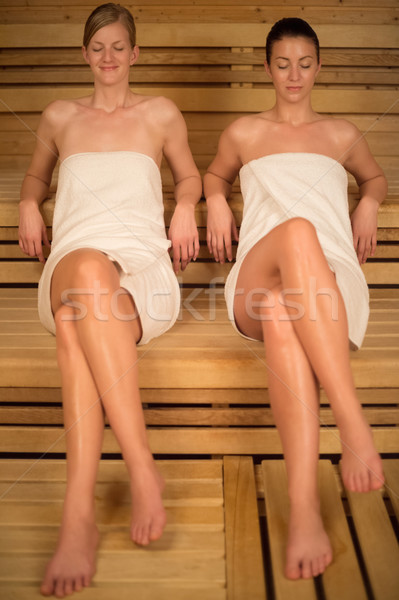 Dos mujeres relajante sauna mujeres toallas Foto stock © CandyboxPhoto