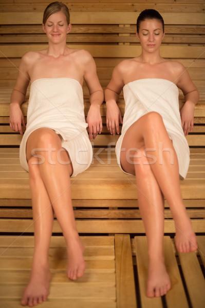 Duas mulheres relaxante sauna mulheres toalhas Foto stock © CandyboxPhoto