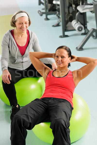Stock fotó: Idős · nő · edző · testmozgás · fitnessz · labda