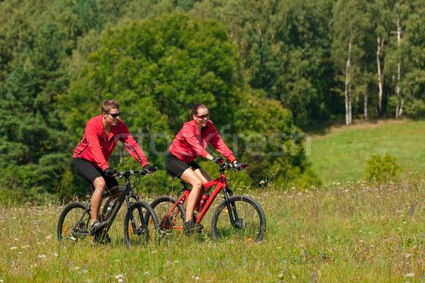 Stockfoto: Paardrijden · mountainbike · voorjaar · weide