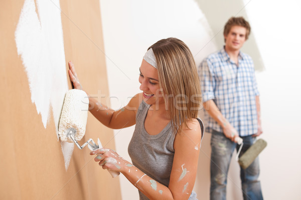 Majsterkowanie młody człowiek kobieta malarstwo ściany farby Zdjęcia stock © CandyboxPhoto