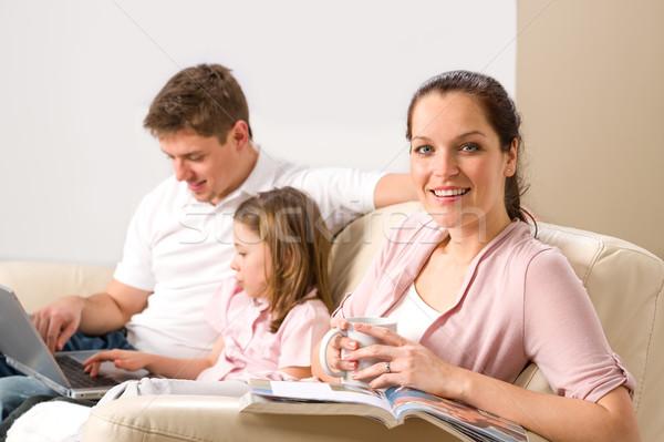 Idilli családi portré otthon szabadidő együtt család Stock fotó © CandyboxPhoto