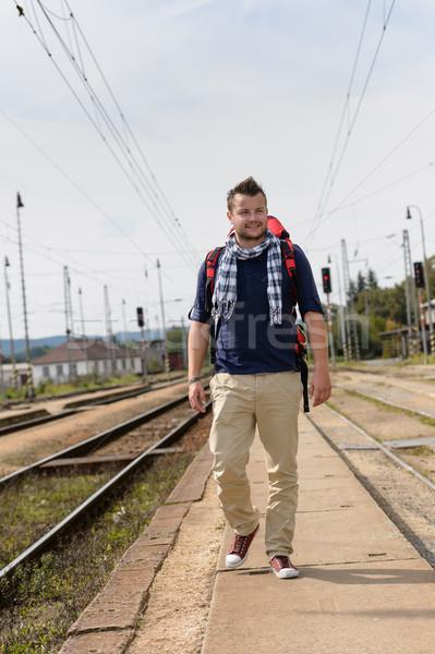 Man lopen treinstation rugzak reizen spoorweg Stockfoto © CandyboxPhoto