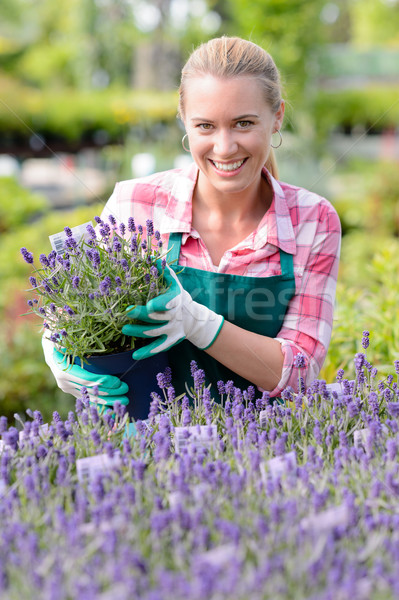 Tuin centrum vrouw lavendel bloemen glimlachend Stockfoto © CandyboxPhoto