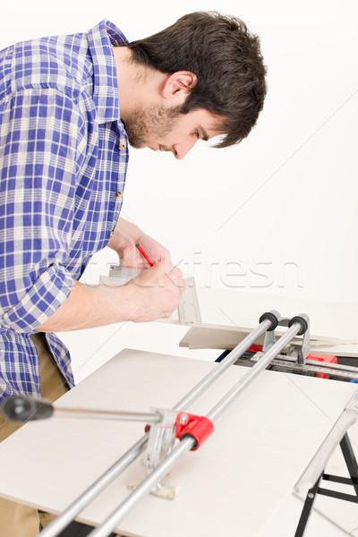 Home improvement klusjesman gesneden tegel keramische workshop Stockfoto © CandyboxPhoto