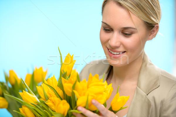 Donna guardando verso il basso primavera giallo tulipani fiori gialli Foto d'archivio © CandyboxPhoto