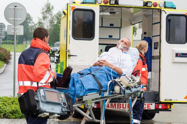 Oxigénmaszk beteg kezelés mentő férfi vészhelyzet Stock fotó © CandyboxPhoto
