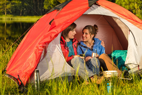 Zdjęcia stock: Kemping · nastolatków · posiedzenia · namiot · szczęśliwy