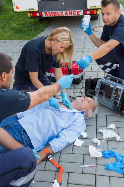 Examinar inconsciente hombre altos médicos Foto stock © CandyboxPhoto
