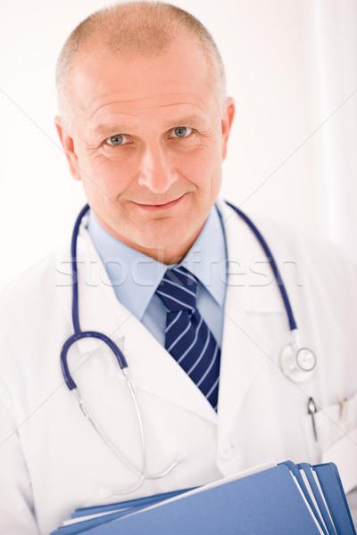 Foto d'archivio: Maturo · medico · maschio · ritratto · cartelle · professionali