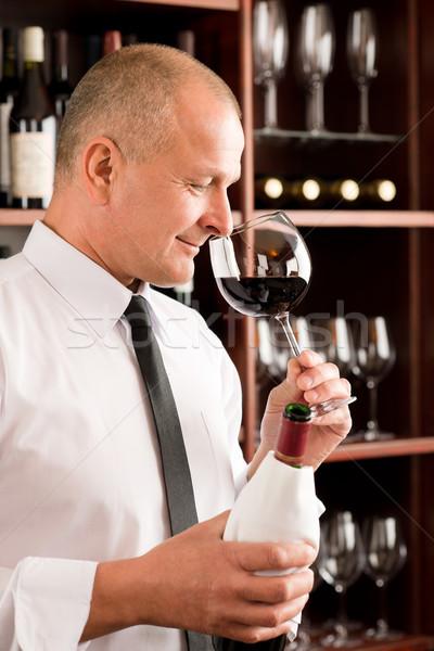 Stockfoto: Bar · De · ober · geur · glas · rode · wijn · restaurant