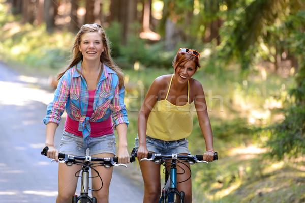 Due ragazze adolescenti equitazione bikes ridere godere Foto d'archivio © CandyboxPhoto