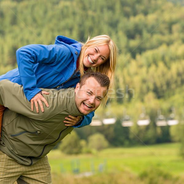 Couple ferroutage à l'extérieur vert nature jeunes Photo stock © CandyboxPhoto