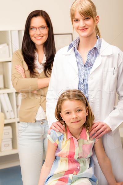 Kleines Mädchen Kinderarzt Büro Mutter Porträt Frau Stock foto © CandyboxPhoto