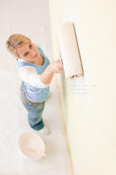 Foto stock: Melhoramento · da · casa · pintura · parede · mulher · feliz · casa