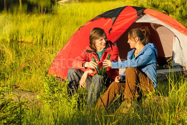 Camping adolescentes beber cerveja ao ar livre pôr do sol Foto stock © CandyboxPhoto