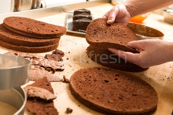Szakács vág torta rétegek csokoládés sütemény étel Stock fotó © CandyboxPhoto