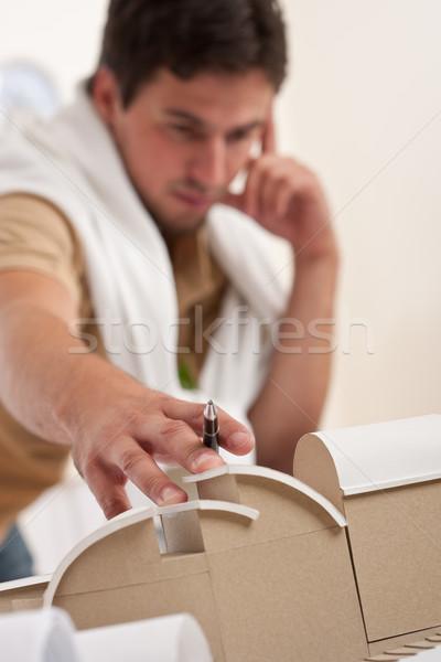 Foto stock: Jóvenes · masculina · arquitecto · de · trabajo · oficina · planes