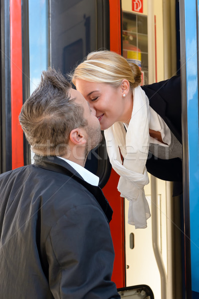 Man zoenen vrouw vaarwel trein romantiek Stockfoto © CandyboxPhoto