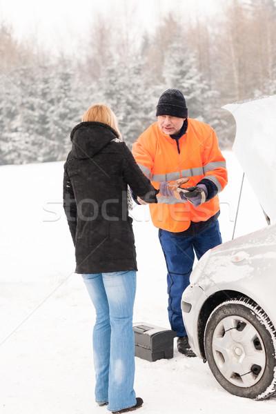 Donna stretta di mano meccanico auto rotta inverno help Foto d'archivio © CandyboxPhoto
