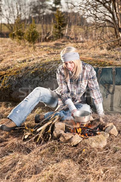 Kampvuur wandelen vrouw rugzak kok land Stockfoto © CandyboxPhoto