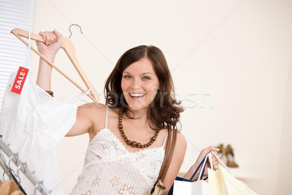 Moda compras feliz mulher escolher venda Foto stock © CandyboxPhoto