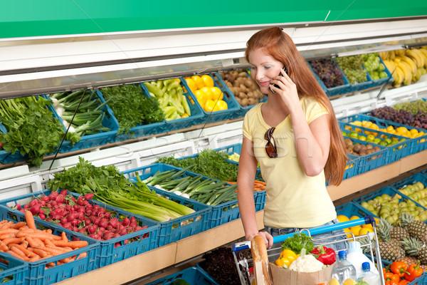 Foto stock: Mercearia · compras · mulher · supermercado · telefone · móvel