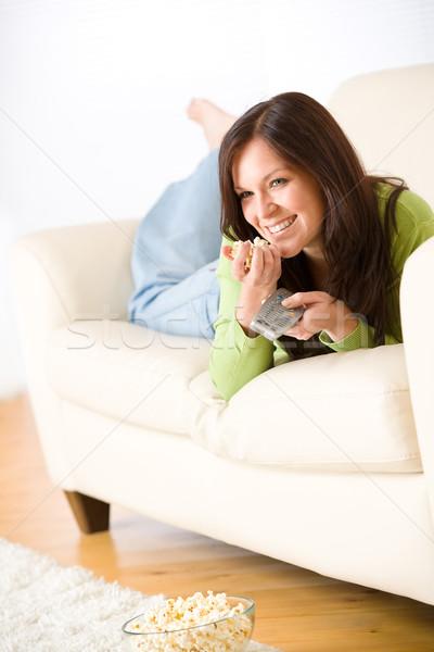 Nő tv nézés pattogatott kukorica nappali tart távirányító Stock fotó © CandyboxPhoto