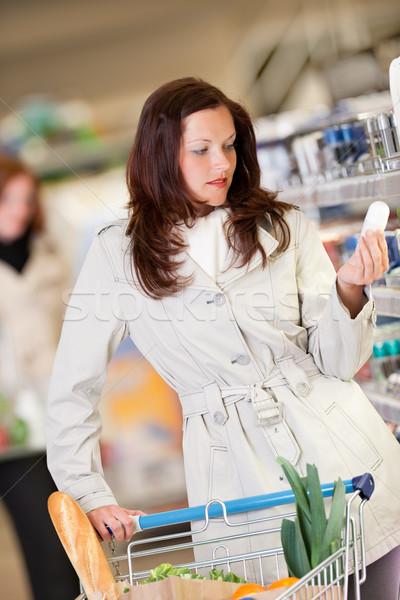 Compras jovem morena compra desodorante supermercado Foto stock © CandyboxPhoto