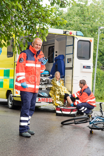 Aider femme vélo accident ambulance Photo stock © CandyboxPhoto