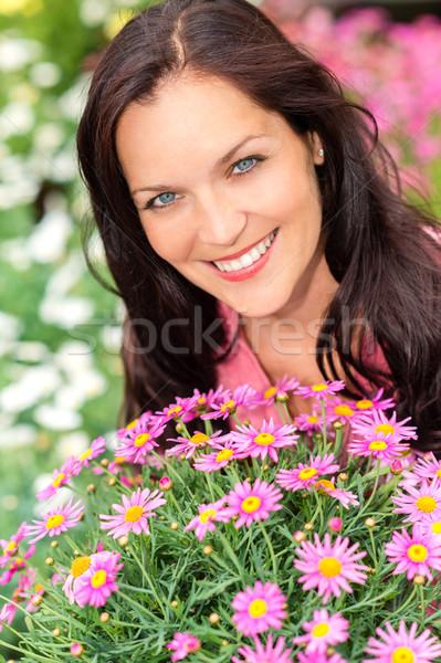 Portré gyönyörű nő lila százszorszép virágok kert Stock fotó © CandyboxPhoto