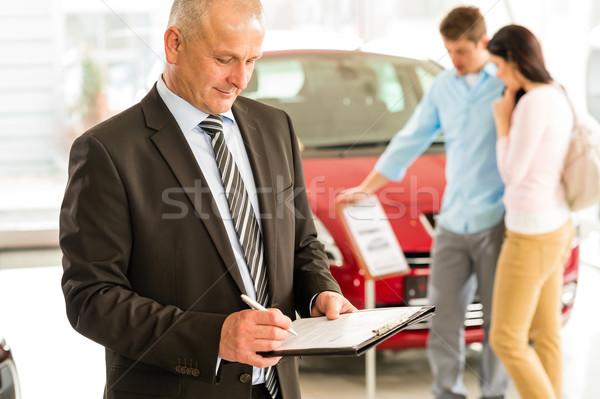 Vendeur voiture salle d'exposition portrait famille Photo stock © CandyboxPhoto