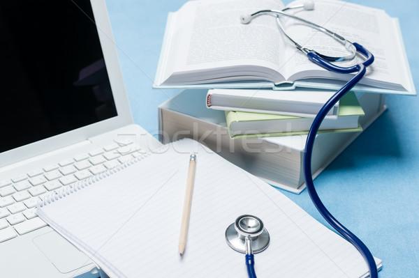 Médico pesquisa estetoscópio médico livro caneta Foto stock © CandyboxPhoto